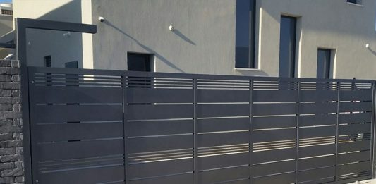 שער חשמלי לבית שמבטיח כניסה מרשימה ובטוחה